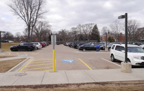 Opinion: Parents, the senior parking lot is for seniors