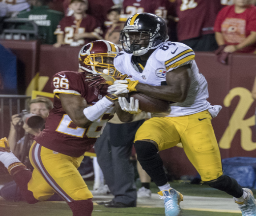 Brown hauls in a pass for the Pittsburgh Steelers in a 2016 game against Washington